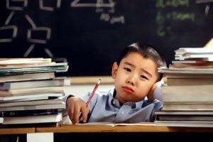 Cara Mengatasi Gangguan Belajar pada Anak sesuai Jenisnya